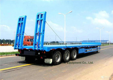 China Tri Axle Gooseneck Flatbed Trailer , Lowboy Semi Trailer 12 Wheeler 60 Ton supplier