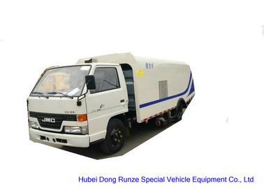 China JMC 4X2 Vacuum Road Sweeper Truck , Street Cleaner Truck With High Pressure Water distributor