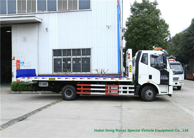 FAW Flatbed Wrecker Tow Truck 6 Wheeler For Car Carrier / Road Rescue